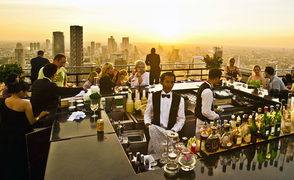 Beauty in Bars – Vertigo and Moon Bar at Banyan Tree ...