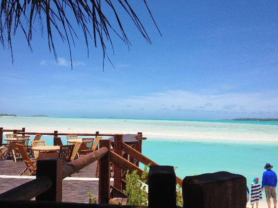 Cook islands beach bars the flying boat beach bar and for Flying fish bar and grill